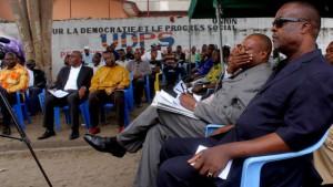 Des membres de l'opposition Congolaise assistent, à la cérémonie des hommages de deux  militants de l'UDPS tués lors d'une protestation contre la police, à cause de l'attaque du siège de leur parti politique. Radio Okapi/ Ph. John Bompengo