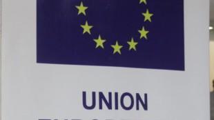 Enseigne de l'Union européenne. Radio Okapi/ Ph. John Bompengo