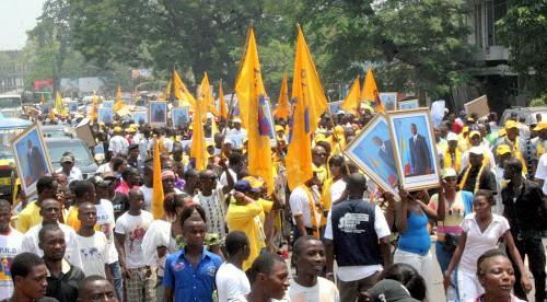 Des militants du Parti du Peuple pour la Reconstruction et la Démocratie (PPRD), lors de la signature de la charte de la Majorité Présidentielle à Kinshasa, le 02/04/2011. Radio Okapi/Ph. John Bompengo