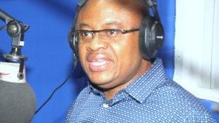 Claudel Lubaya  lors d'une émission au studio de Radio Okapi à Kinshasa, le 7/04/2017. Photo John Bompengo