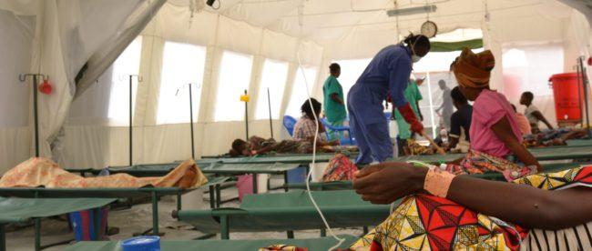 Patients-dans-le-centre-de-traitement-choléra-MSF-à-Kimpese